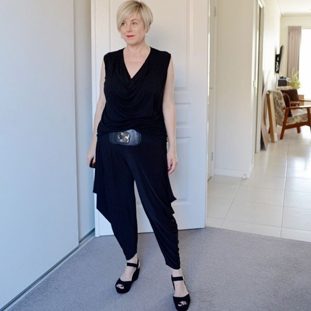 Heading out for dinnerwearing my new @mottofashions Motto Paris Pants #monochromatic #pixiecut #40plusstyle #iwillwearwhatilike #mottoholic #mottofashions #myeverydaystyle #everydaystyle #realmumstyle #workmystyle #ethicalfashion #ootd  These pants amazingly look fabulous on a variety of body shapes