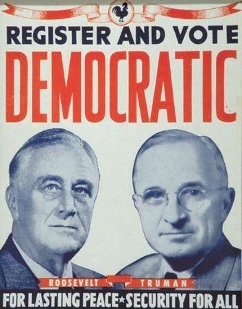 Un manifesto elettorale del democratico Franklin D. Roosevelt e del suo vice Harry Truman nel 1944. Roosevelt, che era al suo terzo mandato, batté il repubblicano Thomas Dewey. Morì però il 12 aprile del 1945 e Truman gli successe alla presidenza.