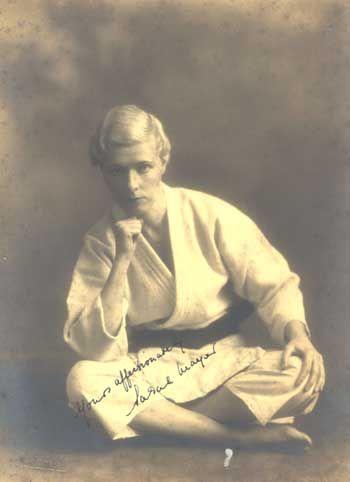Sarah Mayer, First Non-Japanese Female Judo Black Belt. 1935    http://themartialartsreporter.com/sarah-mayer-first-non-japanese-female-judo-black-belt/