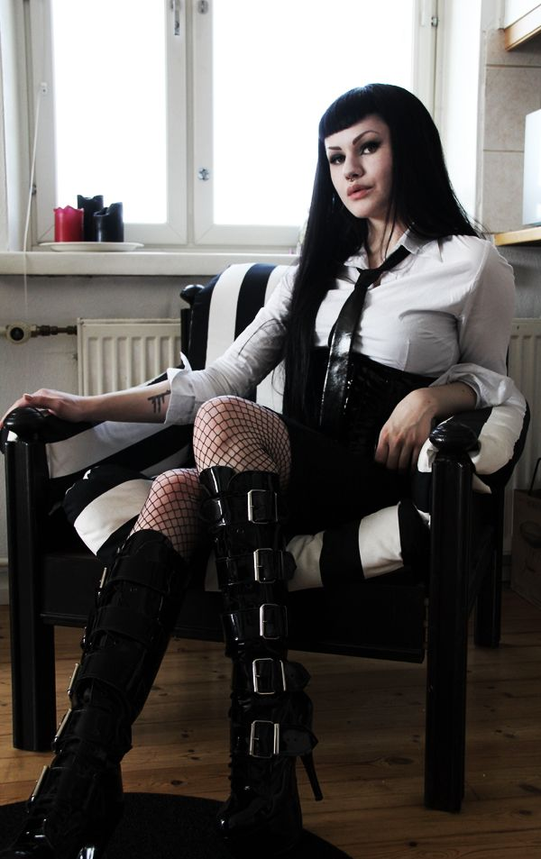 I'm in love w/ the black & white strippie chair! I'd love to have one in every room!! Heh {Love this Gothic inspired photo}