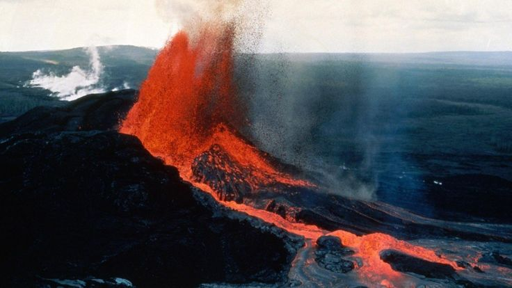 Kīlaueaměří 1247 metrů, je součástí pěti štítových sopek, které tvoří ostrov Havaj. V současnosti jejedna znejaktivnějších sopek na světě a také významná turistická atrakce. Havajanéji ve svých legendách označovali jako místo, kde sídlila bohyně ohně Pele.