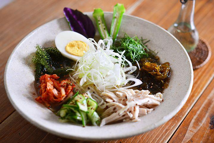 プチプチ食感がたまらない!沖縄のおいしい海ぶどうが味わえるお店 5選