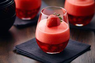 Voilà qui viendra enrichir votre liste de recettes de desserts favoris: en seulement 15minutes, vous aurez transformé de la gelée JELL-O à la fraise en un dessert extraordinaire.