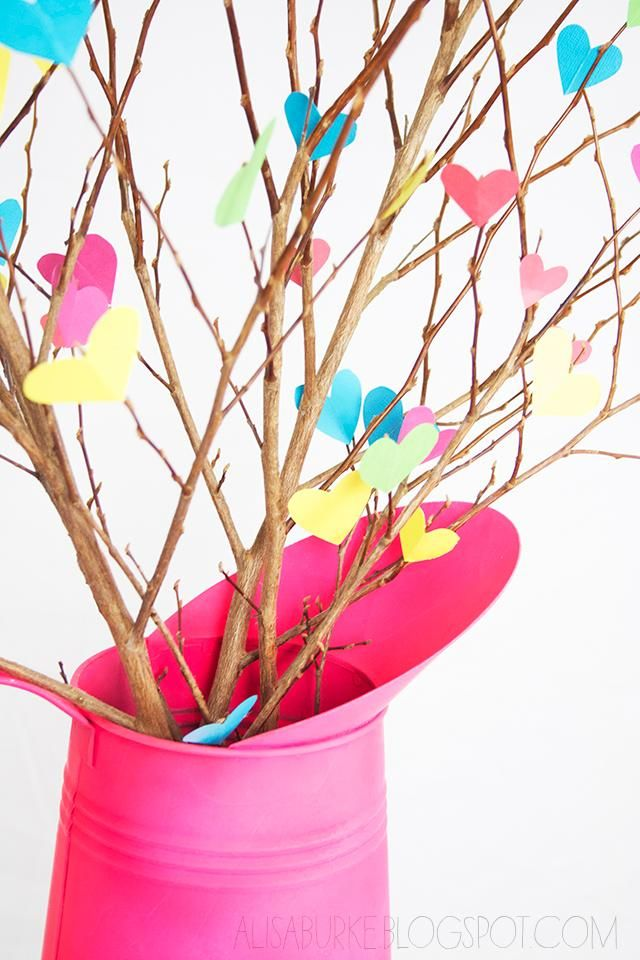 Mother's Day brunch table looking a little bare? Jazz it up with these colorful #DIY heart branches! #mothersday