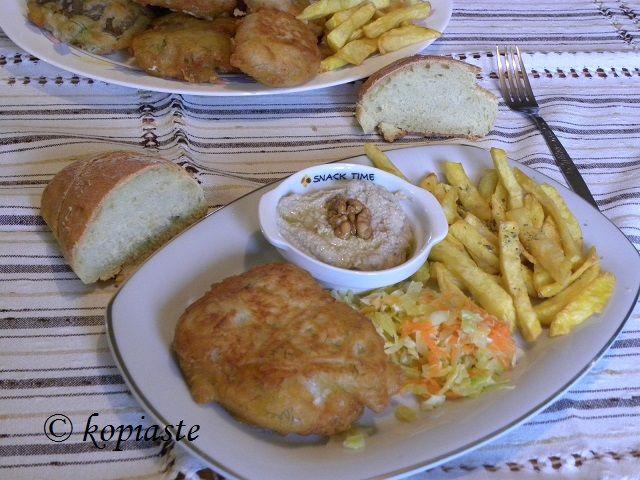Ο μπακαλιάρος με κουρκούτι είναι το παραδοσιακό φαγητό που τρώμε στην Ελλάδα την 25η Μαρτίου.