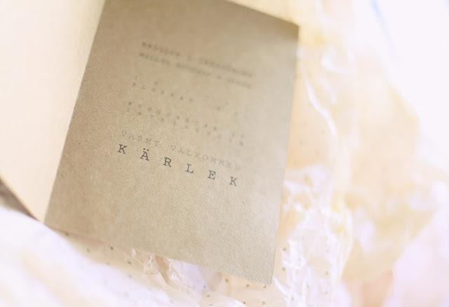 Mokkasin: Invitation card to wedding/party. URL: http://mokkasin.blogspot.se/2012/06/inbjudan-till-brollop-i-tradgarden.html#
