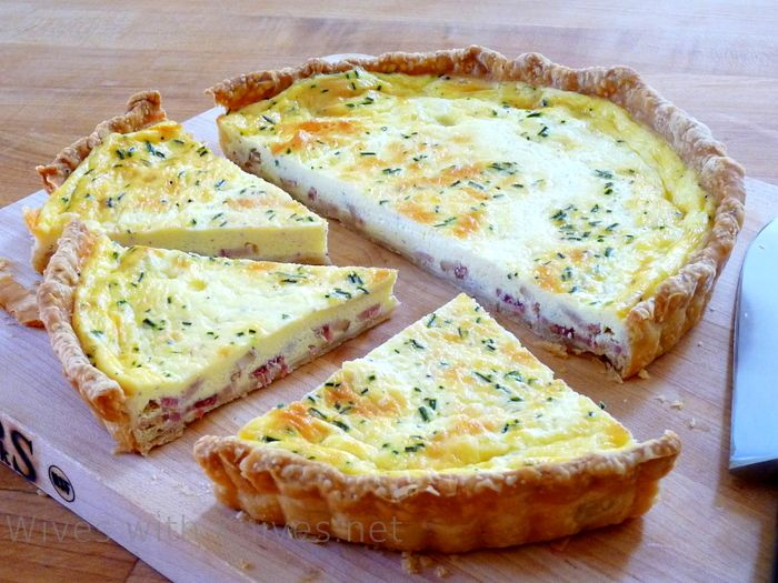 JULIA CHILD'S QUICHE LORRAINE | I actually used the recipe straight from Mastering the Art of French Cooking but this is basically it. It turned out well ****