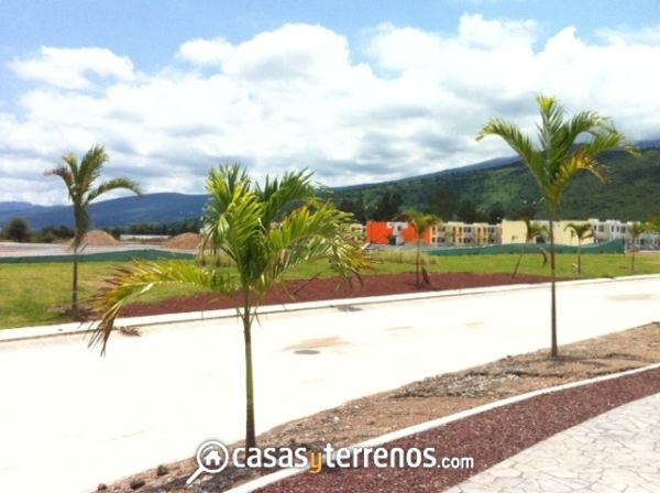 Venta de casas en Fracc. Renaceres en Tlajomulco, Jalisco. Tanque de Regulación de agua, 1 pozo de agua, áreas verdes, canchas deportivas, transporte, zona comercial, régimen de condominio.