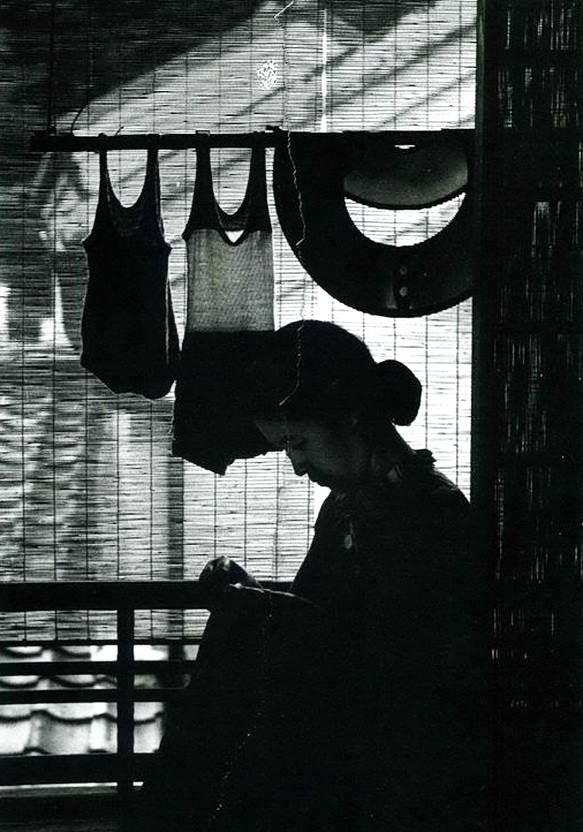 """The Art of the Clothesline... """"Washing line at home in Osaka""""  Photo: 安井 仲治 Yasui Nakaji (1903 -1942) Japan - Island of Honshu, Osaka, late 1930s  Nakaji Yasui was one of the most prominent photographers in the first half of the 20th century in Japan."""