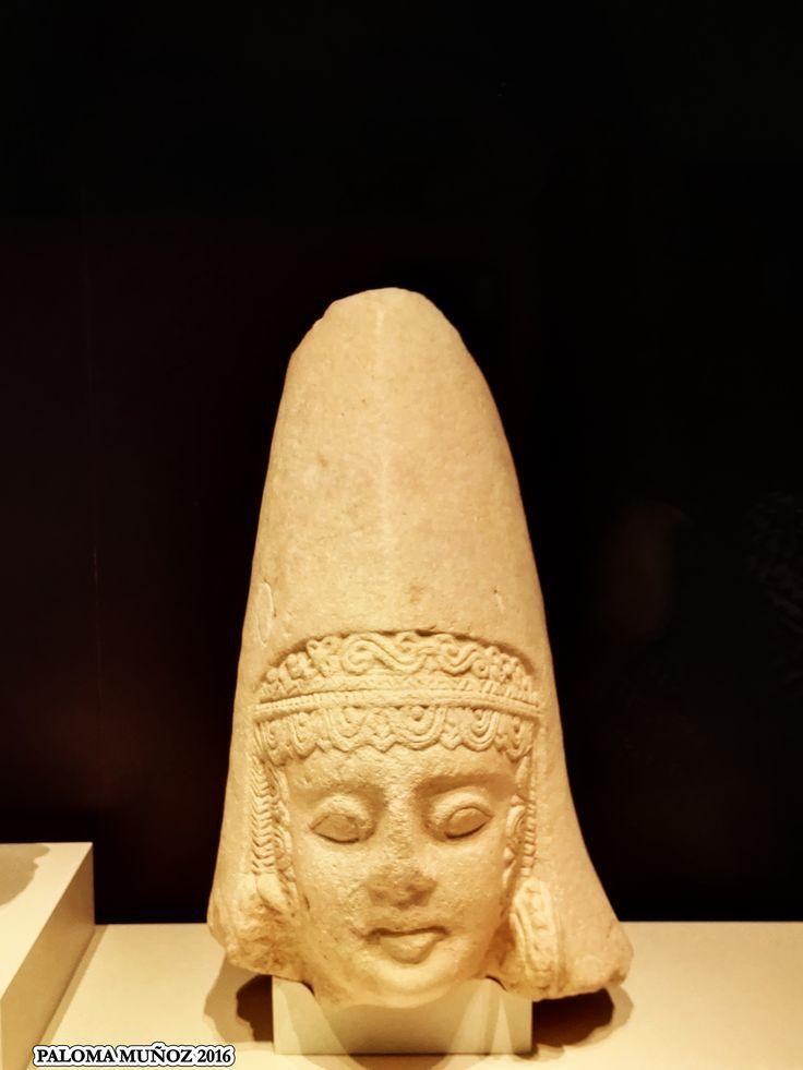 Cabeza de mujer del Cerro de Los Santos. Woman´s head of The Cerro de Los Santos, made in limestone