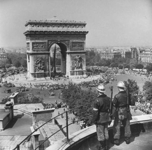 Occupied Paris in WWII - the setting for THE PARIS ARCHITECT