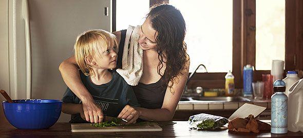 Τα παιδιά δεν γεννιούνται ευγενικά, φιλότιμα και έντιμα –είναι καθήκον των γονιών να διαμορφώσουν καλούς, υγιείς χαρακτήρες! Δείτε τι συμβουλεύει ο ειδικός.
