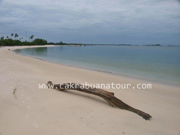 Pantai tanjung tinggi laskar pelangi belitung www.cakrabuanatour.com #tanjungtinggi #belitungisland #wisatabelitung #belitungtour #laskarpelangi