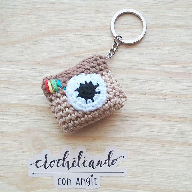 camara a crochet Patata!! Buenos y lindos días ceocheter@s del mundo!! Qué bien sienta estar de vacaciones...  #crocheteandoconangie  #handmade  #crocheting #crocheter #crocheted #artoftheday #hechoamano #crocheteveryday #crochetadict  #ganchillo #ganchillocreativo #craft #crafty #coser #hazlotumismo #doityourself #tejer #tejido #diy #yarn#crochetlife #craftersforinstagram #crafter #art #igers  #instaday #instagram #crochetlove #boho #knit