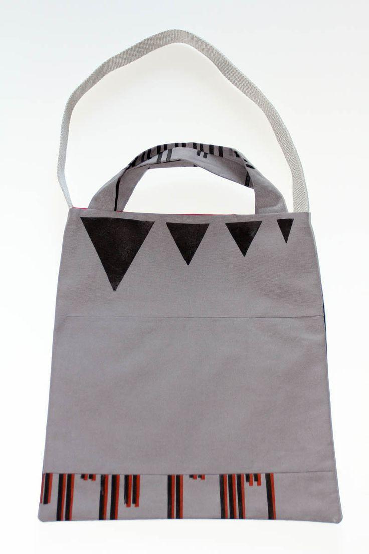 tote bag impression triangles et lignes : Sacs bandoulière par ampersand-press-lab-ig