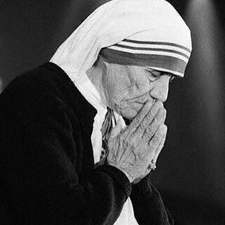"""@Regrann from @santaigrejacatolica - """"testemunho de Santa Teresa de Calcutá sobre a provisão de Deus"""" Deus é Todo Poderoso, tudo está nas mãos Dele. Tudo vem Dele e Ele sustenta a ordem da Terra e de todo o Universo com o Seu próprio poder. Ele tudo..."""