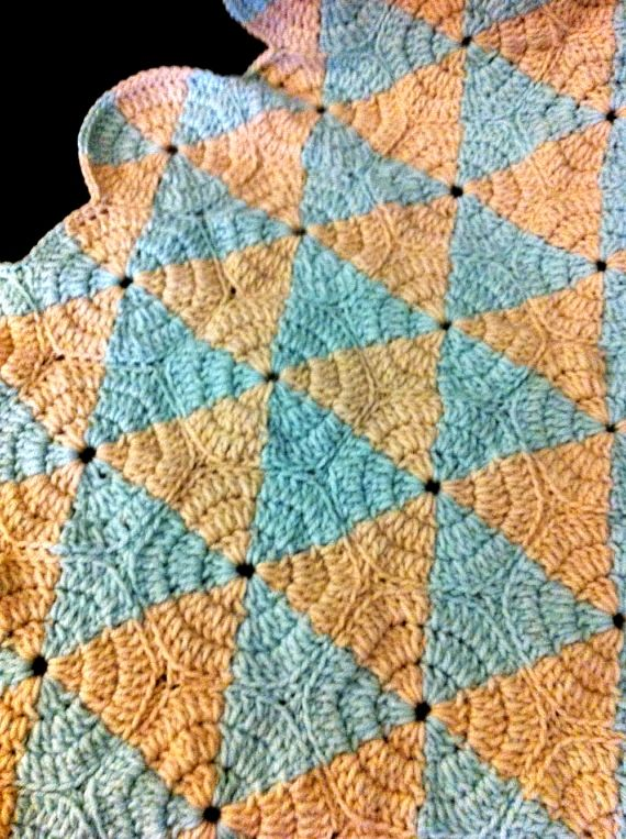 optical illusion look at the pattern closes.... going to try to figure out how this one is done....anyone that crochets have a guess on how this is made???           Afghan