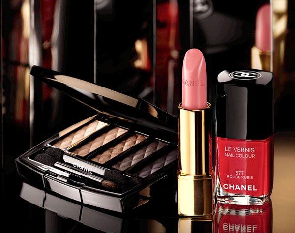 Chanel presenta Nuit Infinie collezione Natale 2013 >> http://www.youglamour.it/chanel-presenta-nuit-infinite-natale-2013/ #natale2013 #makeup #chanel