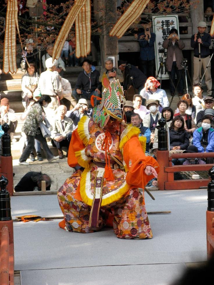 【一切経会】平成23年5月5日、寒河江市慈恩寺の一切経会での舞楽奉奏。写真は『散手』②です。