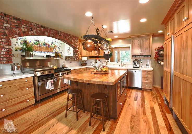 Nice country island kitchen in a classic california ranch for Classic ranch homes