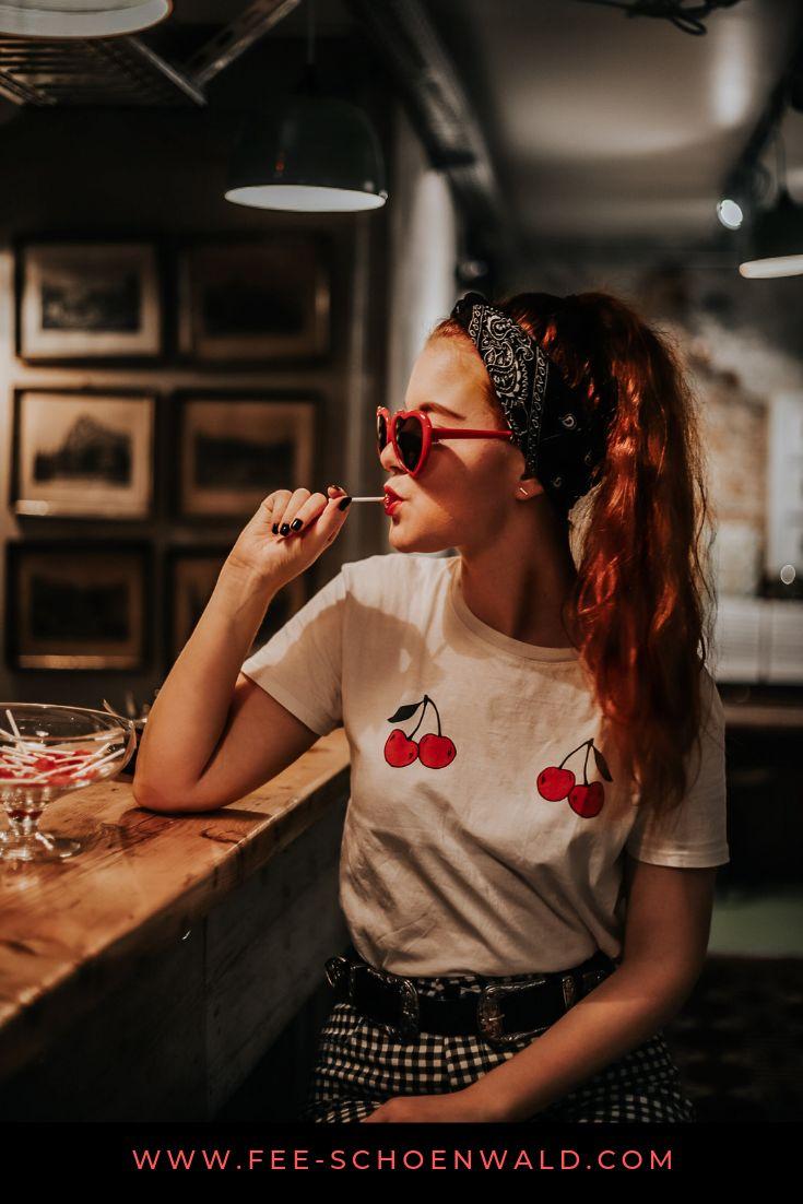 Retro / Vintage Effekt mit kostenlosen Smartphone Apps, Tutorial. Stichworte: Rote Haare, Kirschen, Outfit, OOTD, Bar, Foto Shooting,  Frau, Porträt,…