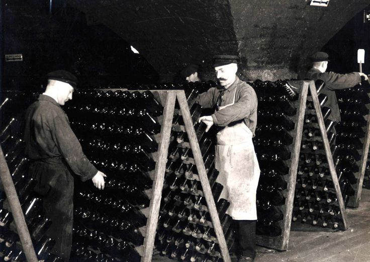 "A Little bit of Sparkling History: the ""Rüttelpult"", sparkling wine manufacture Kupferberg"