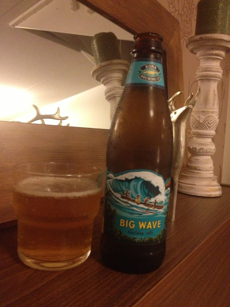 Kona Big Wave Golden Ale - 4,4% Golden ale with really fruity nose, a lots of mango in it. Taste fruity and delicious but still some good amount of structure in it. Love it! Visual image is beautiful, the label is so cool!