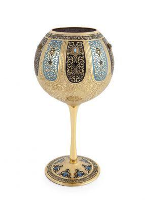 Haseki, Osmanlı İmparatorluğu'nda hükümdarın cariyeleri arasında çocuk doğuran gözdelerine verilen isimdir. Hürrem Sultan, Kösem Sultan ve Hüma Şah Sultan Osmanlı tarihine damgasını vuran en önemli hasekilerdir. Bu koleksiyon; sarayın katı kuralları, ritüelleri ve törenleri ile gizemini yüzyıllar boyunca koruyan en mahrem bölümü olan haremin, en özel gözdelerine, hasekilere adanmıştır. 900.00 TL