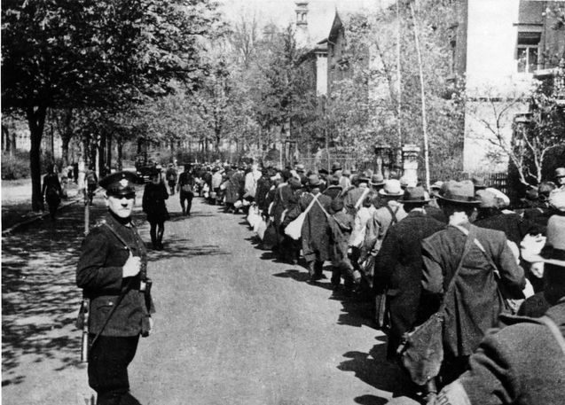 the factors that led to the holocaust in germany The main factors which led to the holocaust were social, political and economic there was a global economic crisis (the great depression), this led to mass unemployment and to migration of people .