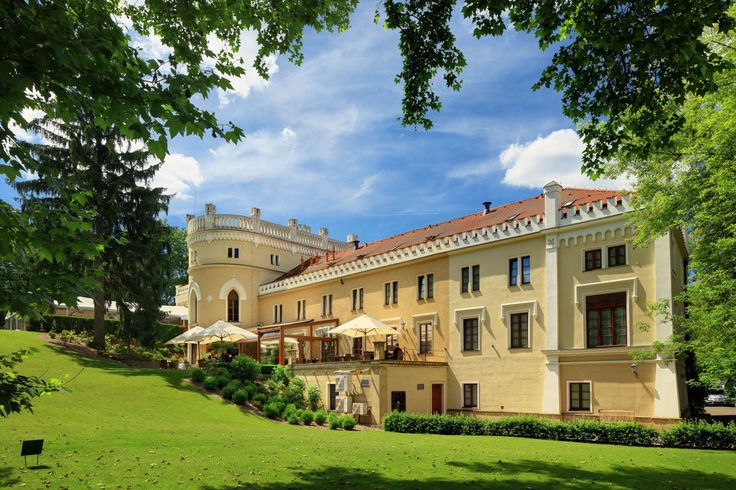 Living in a historical castle with an aqua driving range is a fairy tale no more. Have a game of golf and indulge in spa treatments of your choice this public holiday. Because spending quality time with your family getaway is priceless.