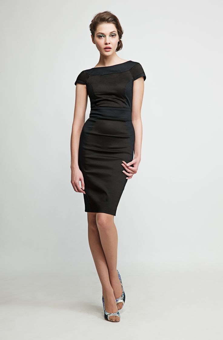 This open back black pencil dress makes you feel like a star whether you´re at a meeting in your office or having a coffee by the Seine. www.marimofashion.com