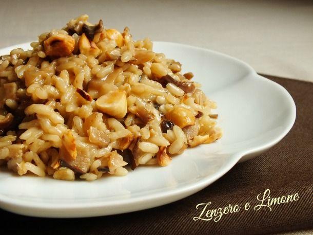 Il risotto con taleggio, porcini e nocciole è una ricetta semplice, ma sorprendente per l'abbinamento azzeccatissimo di questi tre ingredienti.