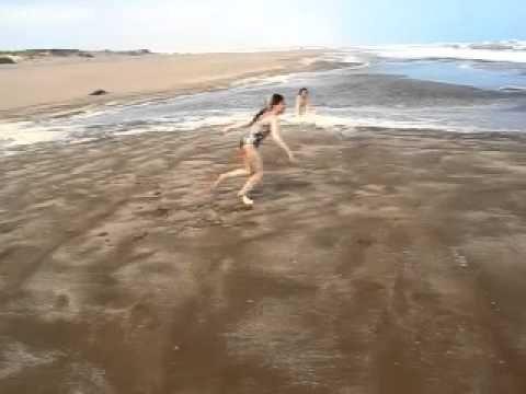 San Cayetano - Buenos Aires - Argentina - Espuma en el mar con viento fuerte - http://www.nopasc.org/san-cayetano-buenos-aires-argentina-espuma-en-el-mar-con-viento-fuerte/