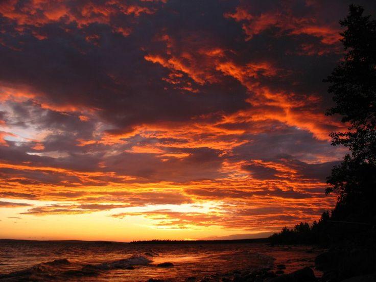 Восход на озере Имандра, Мурманская область