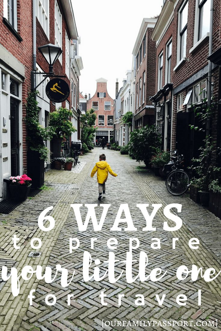 HAARLEM, NETHERLANDS | Getting ready to go traveling with kids? Find out how to prepare the little ones in your group and how preparing for a trip helps everyone, no matter the age, have a great time! | Traveling with kids, preparing little ones for a trip, single parent travel, family travel. Haarlem, Netherlands travel, children's fashion, cute streets, yellow rainjacket.