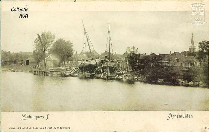 Gezicht op de scheepswerf rond 1900 / view on the shipyard