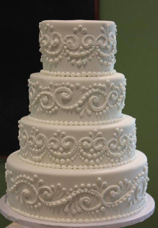 pretty buttercream piped wedding cake // old school buttercream cake