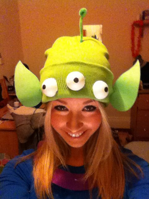 Homemade Toy Story Alien Hat - Green Beenie, Green Felt, Green Pipe Cleaner and White Polystyrene Balls - Little Green Men, Disney Pixar Fancy Dress Costume Ideas. http://clothes-andstuff.blogspot.co.uk/2014/11/h-o-m-e-m-d-e-h-l-l-o-w-e-e-n.html                                                                                                                                                      More