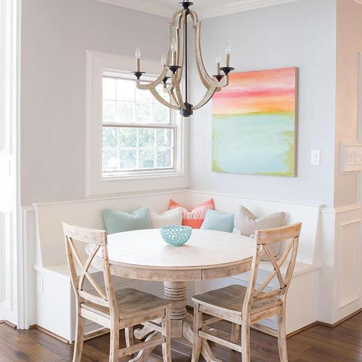 Cozy and colorful! What more could you want? Head to the link our profile to shop this look! : @southernfarmhousedesigns #nook #breakfastnook #diningin