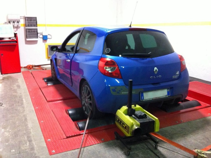 Renault Clio RS F1 Limited Edition.  http://www.elettronicabate.com/