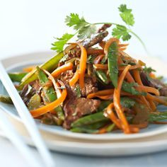 boeuf sauté aux légumes: carottes celeri pois gourmand
