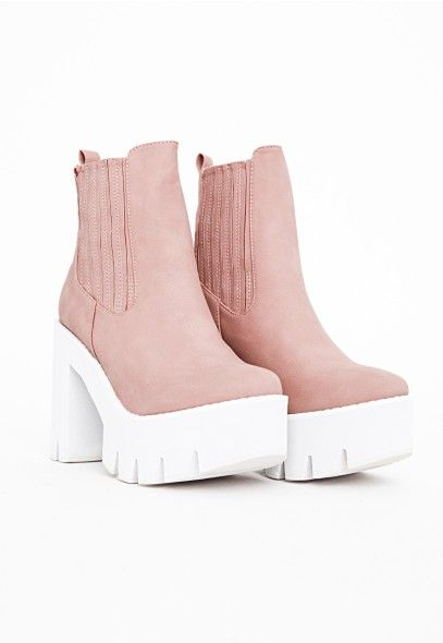 Rock the #Chelsea #boots look with these totally rad cleated sole pair, with elasticated panelling for extra detailing. In a lovely dusky #pink shade with a white sole, these androgynous #Missguided shoes work brilliantly with skinny jeans or dresses alike.