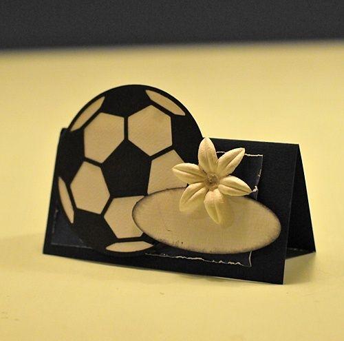 Enkelt bordkort med fotball som tema. Det tar litt tid å lage, så du må regne med ca 14 dagers ...