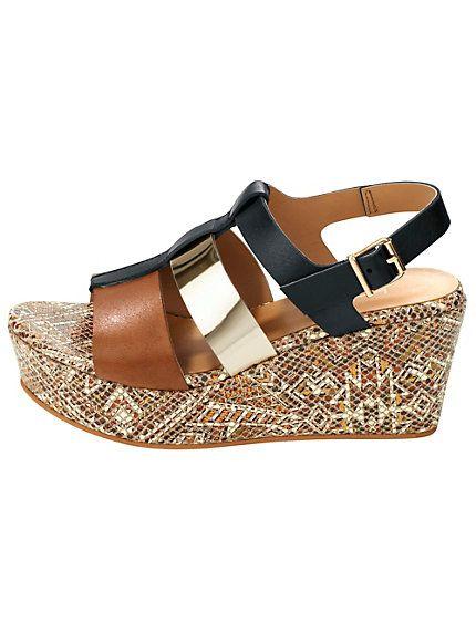 Sandales compensées multibrides et semelles épaisses tendance, parfaites pour un mariage #chaussures #été #mariage