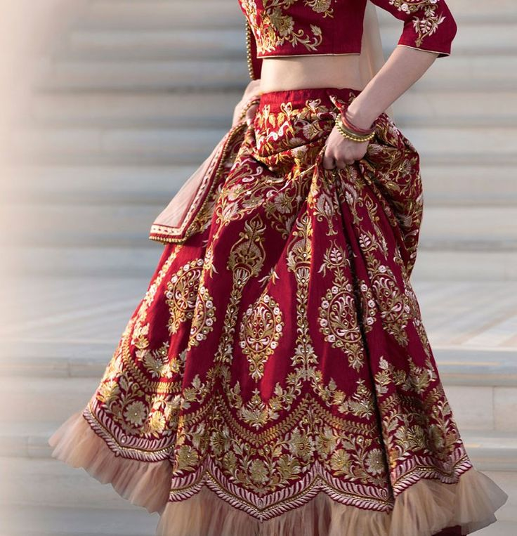 2018 Latest Bridal Lehenga Choli  ❤❤♥For More Follow On Insta @love_ushi OR Pinterest @ANAM SIDDIQUI ♥❤❤
