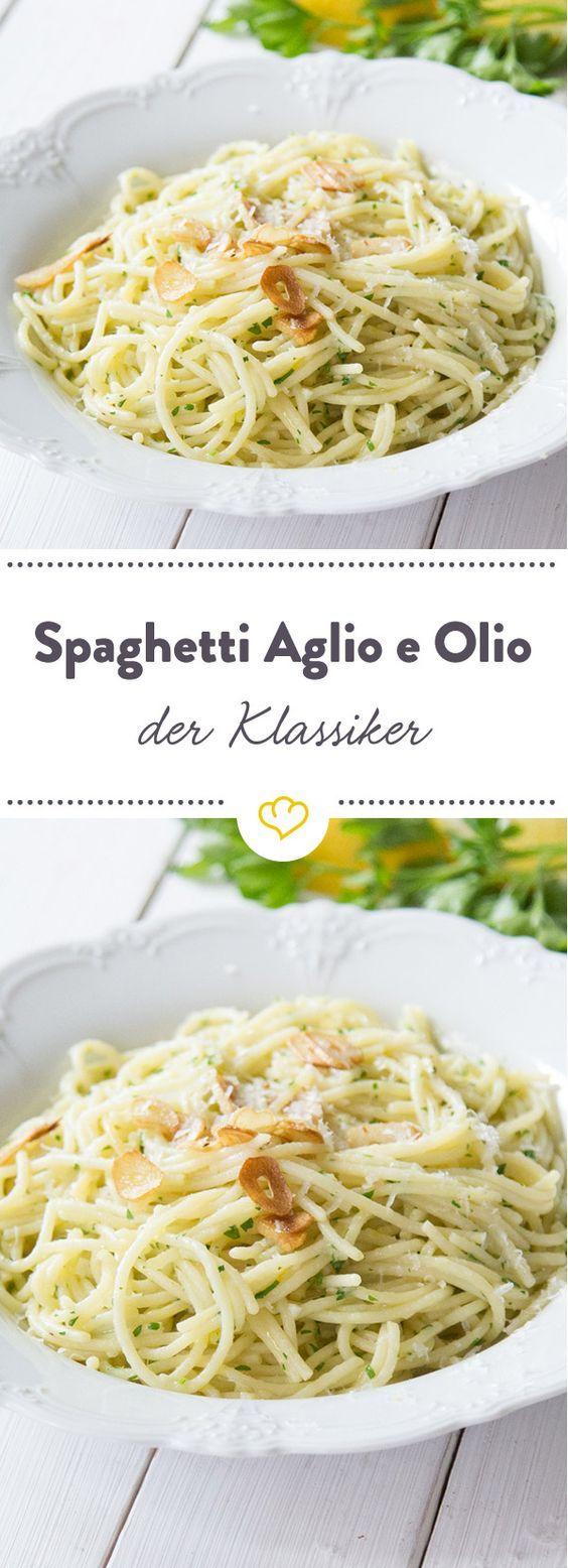 Spaghetti aglio olio ist italienisch und bedeutet nichts anderes als spaghetti mit knoblauch und öl