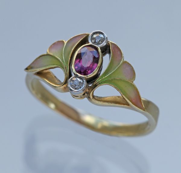 Ring | Artist ? probably Austrian. Gold, ruby, diamond and enamel. ca. 1900. (Art Nouveau) Z