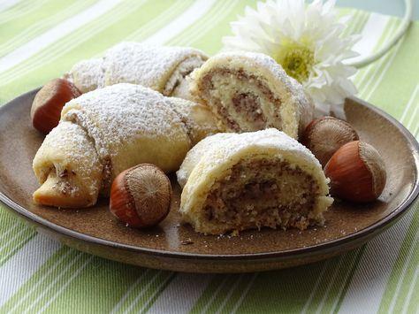 Rahmkipferl mit Nussfülle, ein tolles Rezept aus der Kategorie Brot und Brötchen. Bewertungen: 78. Durchschnitt: Ø 4,5.