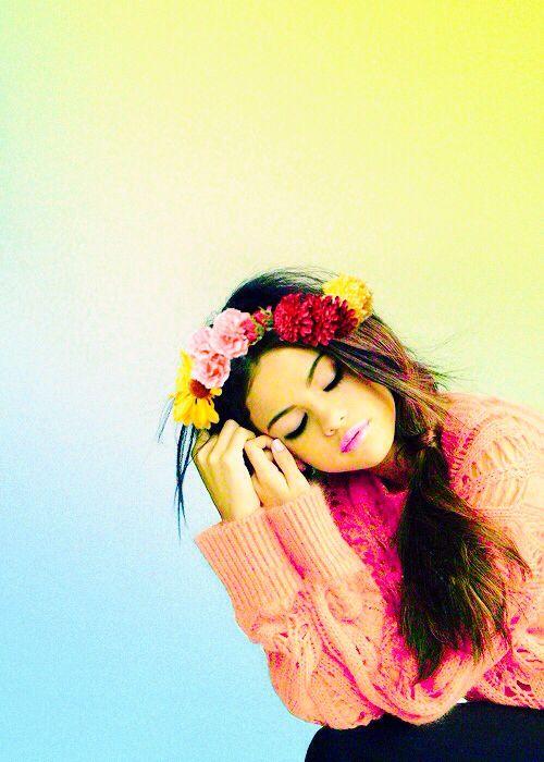 Selena Gomez: Selena Gomez, Flowers Headbands, Selenagomez, Flowers Crowns, Flowers Hair, Senior Pics, Celebs, Beautiful Selena, People