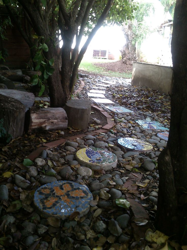 Mosaic pavers: a project collaborated by parents, teachers and children (ages 3 - 5)